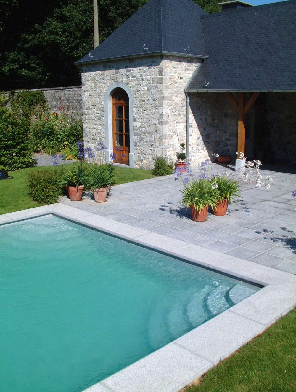Margelle de piscine carri re briot saint servais namur for Margelle carrelage piscine